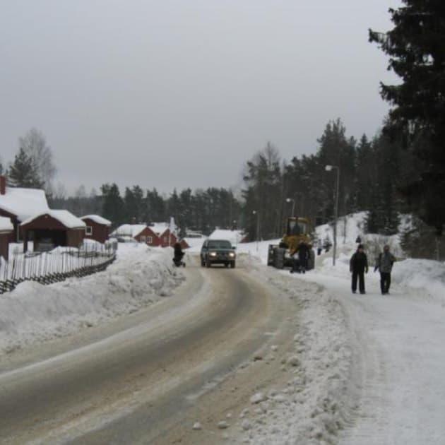 2010-02-14 - Om Segersäng blir tätort kan hastigheten sänkas och övergångställen byggas! - Vi undrar varför inte Segersäng klassas som tättbebyggt område redan nu?