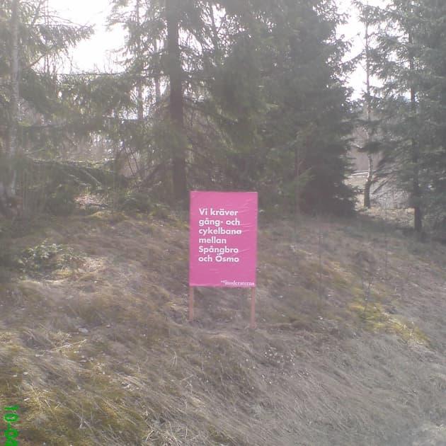 """2010-04-25 - """"Vi kräver gång- och cykelbana mellan Spångbro och Ösmo"""" - """"nya moderaternas"""" budskap inför kommunvalet 2010"""