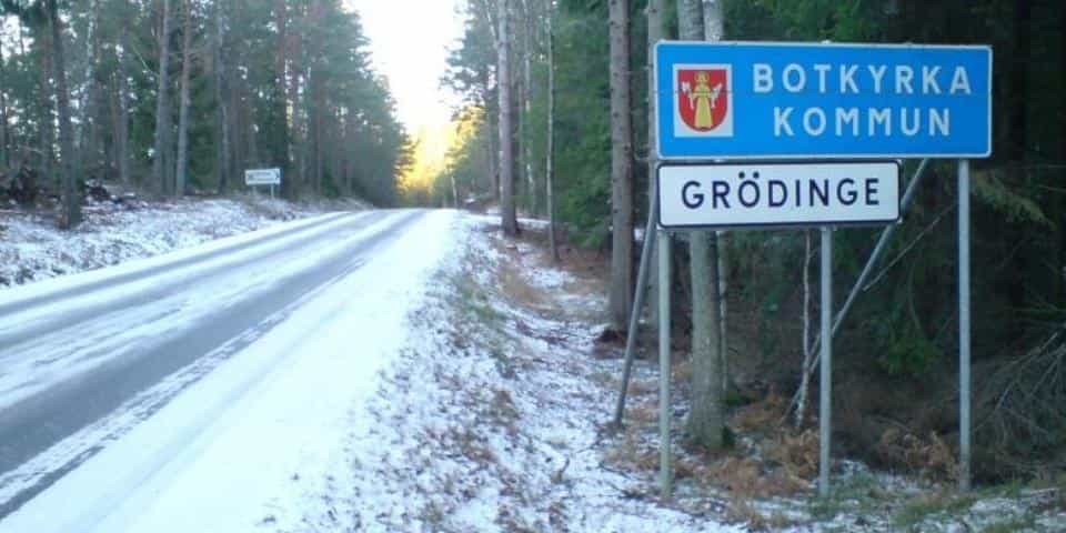 2015-11-30 - Svar på vår interpellation om skyltar i Sorunda. - Kommunalrådet Anna Ljungdell tillika ordförande i kommunstyrelsen svarar.