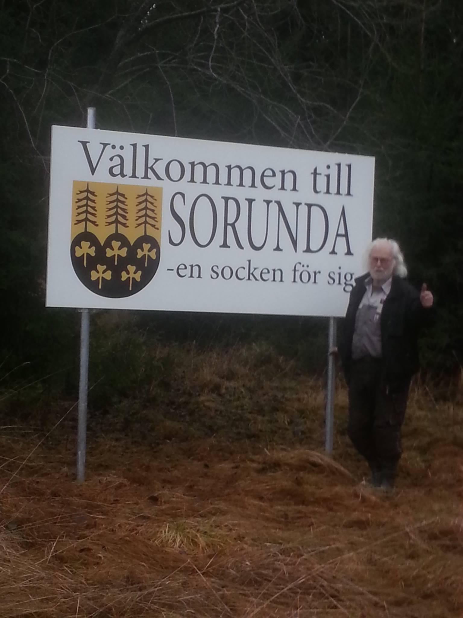 Vår kommun bidrar inte med 5 000 kr till skyltar i Sorunda. Kommunalrådet Anna Ljungdell tillika ordförande i kommunstyrelsen menar att skyltarna är politiska!