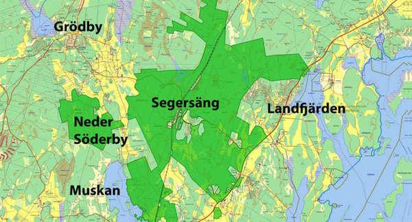 Har någon sett en motorväg? År 2012 uppmärksammade vi kommunledningen på att beslutsunderlaget var bristfälligt när det gällde köpet av Stockholmsmarken. Bl.a. var inte motorvägen som invigdes 2010 inritad på kartan. Fem år senare konstaterar vi att motorvägen fortfarande inte finns med. Vi får hoppas att vår kommunledning är mer uppdaterad på verkligheten än vad kartan är!