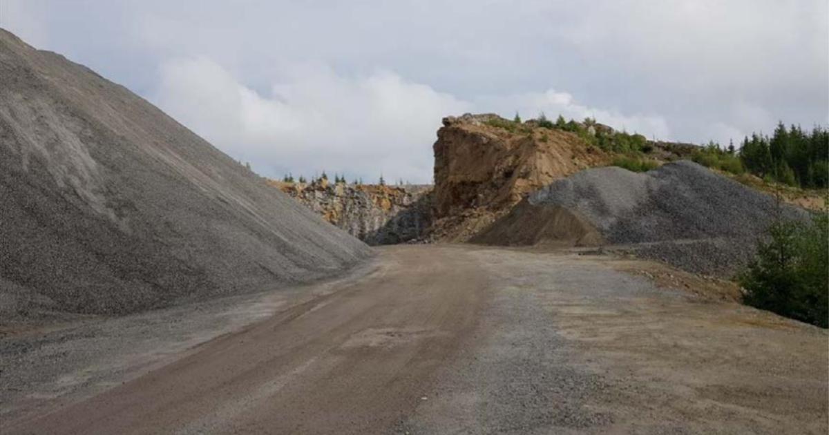 Bergtäkten i Väggarö Ärenden i nämnderna angående ansökan om förlängt tillstånd.