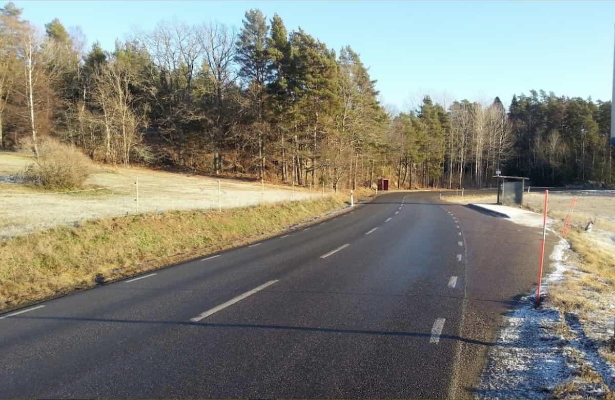 RAPPORT - Fördjupad utredning problempunkter väg 225 Behovet av trafiksäkerhetshöjande åtgärder lyfts fram vid sju platser.