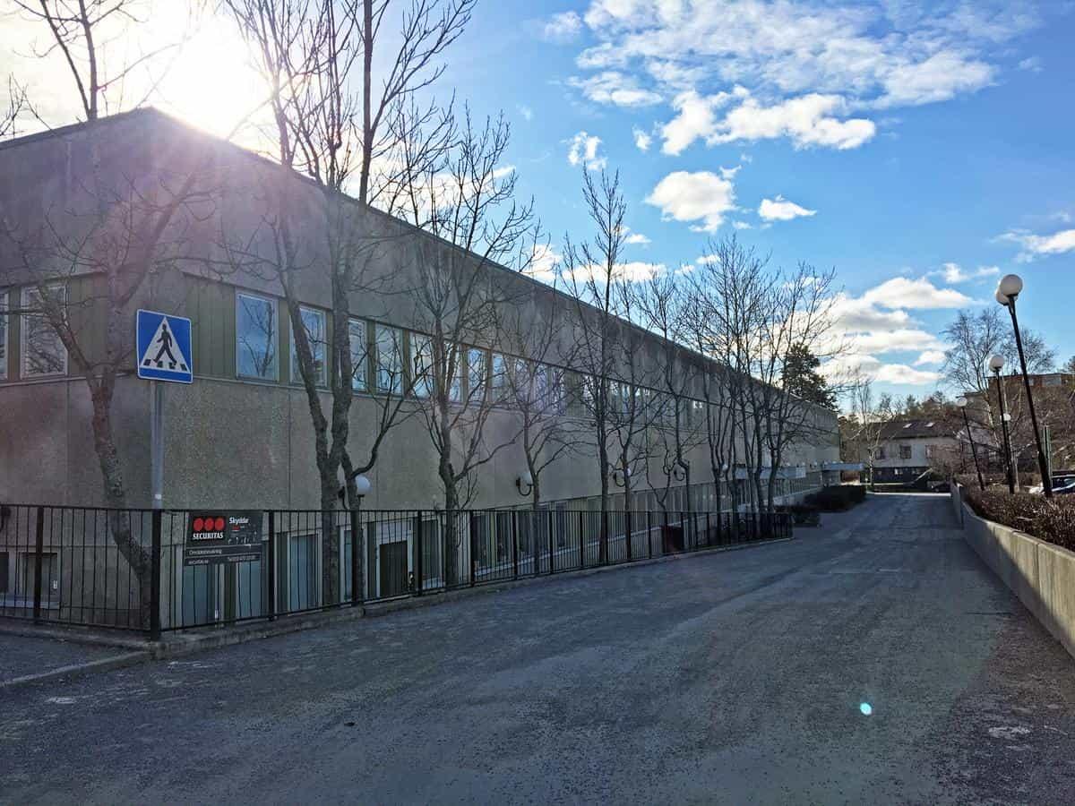 """2019-10-02 - """"Inte inkluderande med särskola i sjukhusbyggnaden"""" - Lou-Lou Hillstad och Åse Hermansson ifrågasätter flytten av delar av särskolan till """"sjukhuset"""" i orten Nynäshamn."""